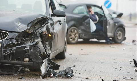 Разярена тълпа се разправи с виновен шофьор след катастрофа (ВИДЕО)