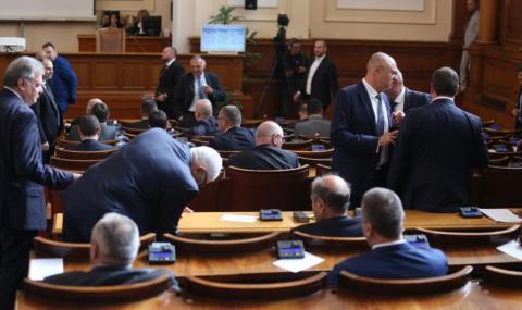 Законът за извънредното положение влиза в пленарна зала