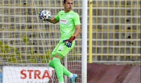 16-годишен на вратата на Левски за мача със Славия - 1