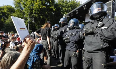 18 полицаи са ранени при демонстрацията в Берлин