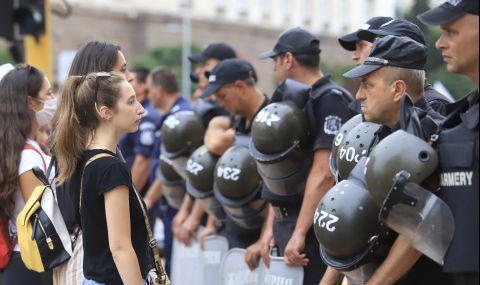 Коментари в Германия: САЩ се намесиха срещу беззаконията в България, а ЕС си мълчи