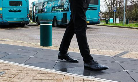 Как ще ги стигнем: Умни тротоари в Англия генерират електричество - 1