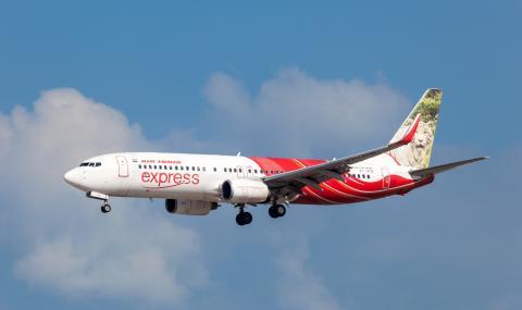 Самолет с 200 души на борда излезе от пистата
