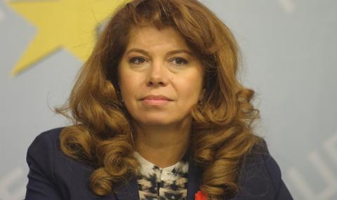 Йотова: Борисов раздава пари, за да остане на власт