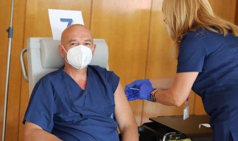 Мутафчийски и още 11 от ВМА си поставиха трета доза ваксина - 1