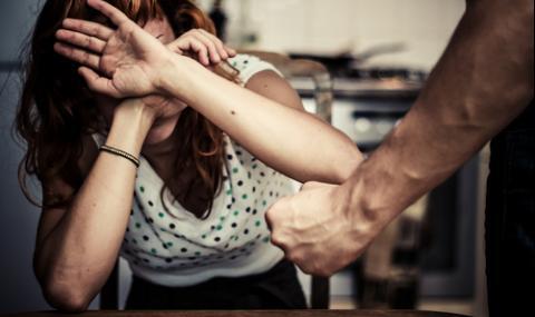 Мъж наруши заповед за защита от домашно насилие и преби жена