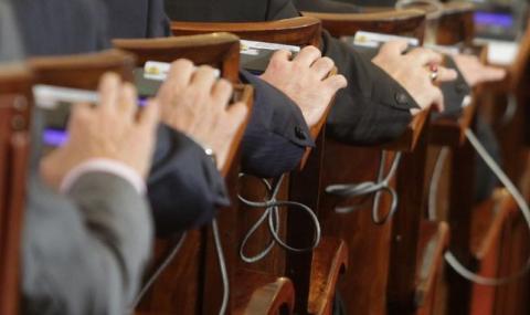 Избират трима за Комисията по съобщения