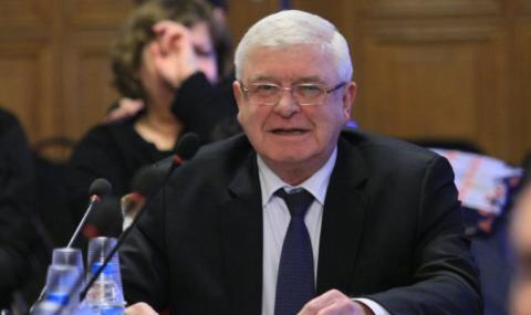Искат оставката на здравния министър Кирил Ананиев