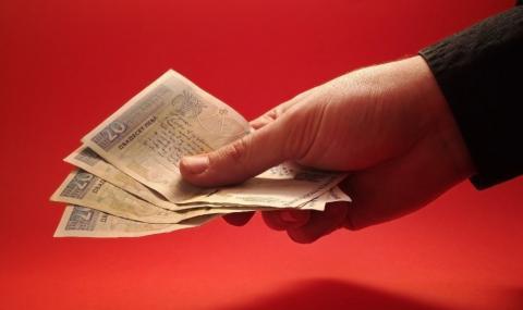 Ученички намериха плик с пари и го предадоха в полицията