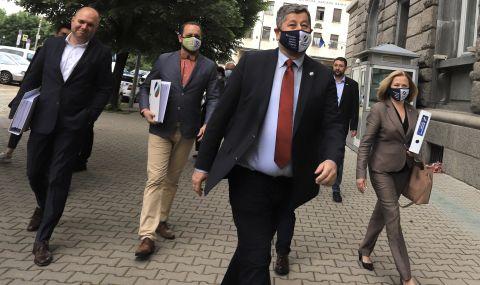 """Парламентарната група на """"Демократична България"""" ще се срещне с Кирил Петков - 1"""