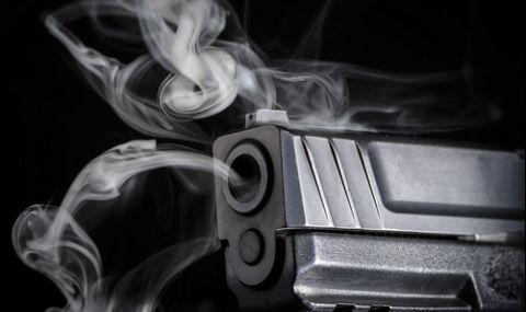 Мъж простреля карловски бизнесмен, докато му показва пистолета си