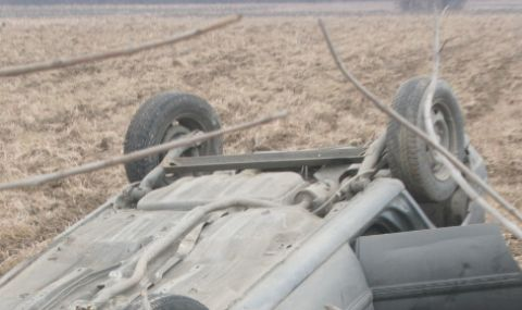43-годишен мъж загина, преобръщайки автомобил в неизорана нива
