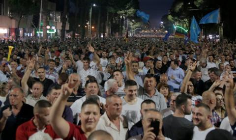 Албанският президент призова за преврат