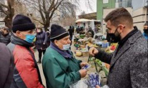 Андрей Новаков и Младежи ГЕРБ раздадоха маски