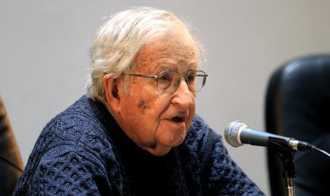 Чомски: Коронавирусът е последният масов провал на неолиберализма