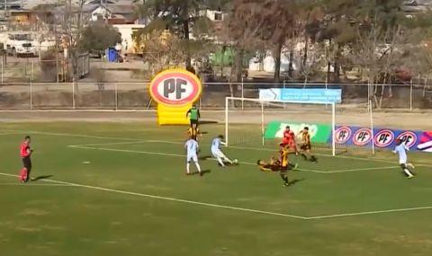 Хит в социалните мрежи: Футболист скочи в кофа за боклук след победен гол (ВИДЕО) - 1