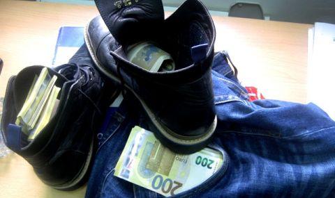 Митничари заловиха 166 000 недекларирани евро, натъпкани в ботуши