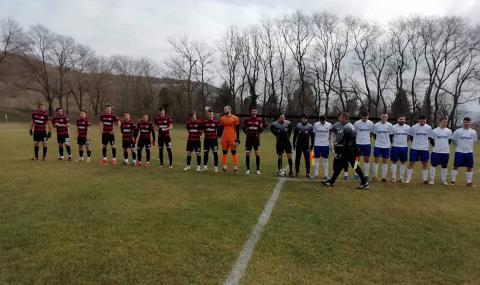 Спартак падна с 0:3 от осмия във Втора лига