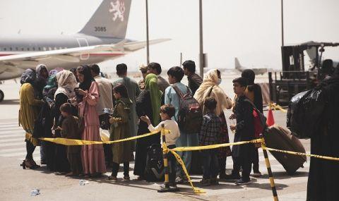 Под блокада! Всички полети на летището в Кабул са спрени - 1