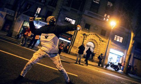 Арести в Каталуния при протест в подкрепа на рапъра Пабло Хасел