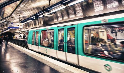 Ужас сред пътниците в парижкото метро