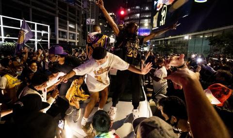 Полицията арестува 76 души по време на празненствата за титлата на Лейкърс