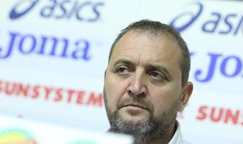 Български треньор започна с трофей работата си в Украйна