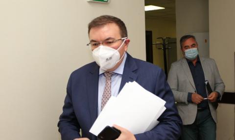 Здравният министър е с негативен тест за коронавирус