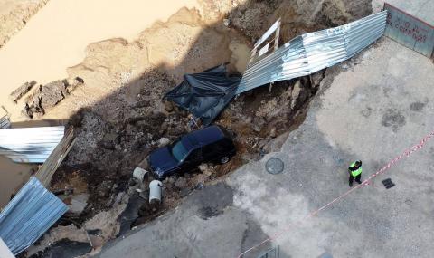 """Жива верига в """"Овча купел"""" заради строителния изкоп"""
