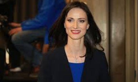 Мария Габриел: Забавянето с ваксините е свързано с производствения капацитет