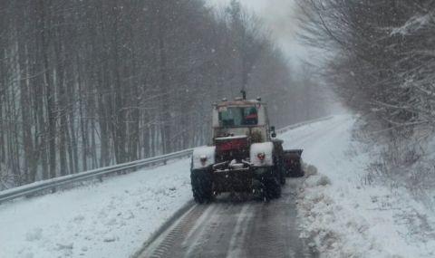 """Сняг вече натрупа на прохода """"Петрохан"""""""