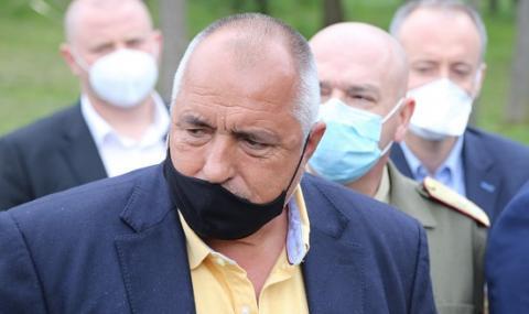 Борисов захапа Радев: Прозрачност нямаше само при грипените