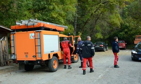 Свлачище затрупа двама туристи-англичани край Крушунските водопади - 1