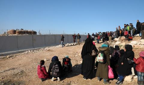 Изоставени от целия свят: хората в разрушения Идлиб