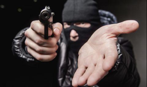Въоръжени бандити удариха инкасо автомобил край АМ