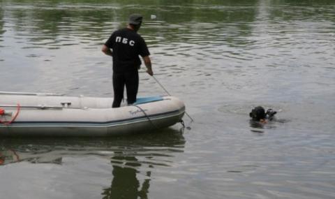 Намерили само чехъла на изчезналато в Дунав момче