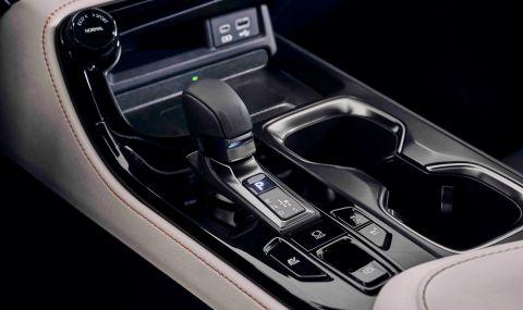 Lexus показа обновения NX с първото за марката plug-in хибридно задвижване - 12