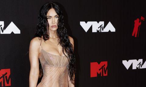 Меган Фокс едва облечена на наградите MTV (СНИМКИ) - 1