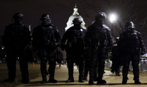 Полицай е бил убит при сблъсъците във Вашингтон