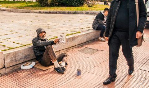 Арестуваха двама българи в Милано за рекет над просяци