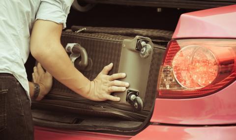 Зет вози тъщата в багажник - 1
