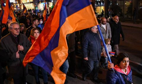 Нагорни Карабах: войниците се дебнат