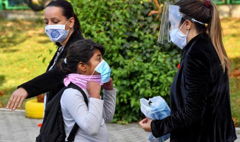Инфекциозната клиника в Скопие изнемогва