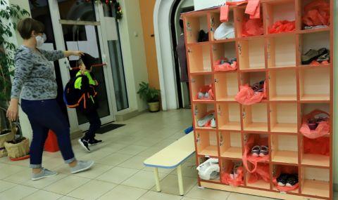 МОН: Никога не е искано задължително носене на маски в детските градини - 1