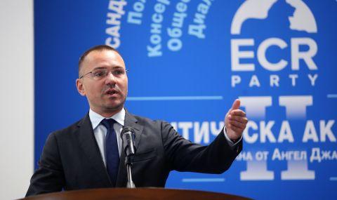 Ангел Джамбазки: Политиката се премести в социалните мрежи и реалният дебат изчезна - 1