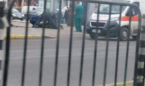 Неадекватен мъж се хвърля пред коли в центъра на Пловдив