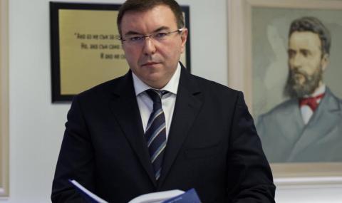 Здравният министър разкри ще се затягат ли мерките у нас