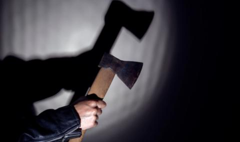Изоставен любовник нападна с брадва полицай в районно управление