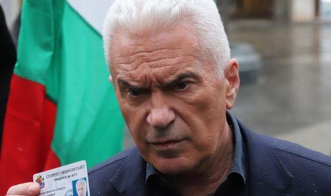 Волен Сидеров се появи като журналист в парламента