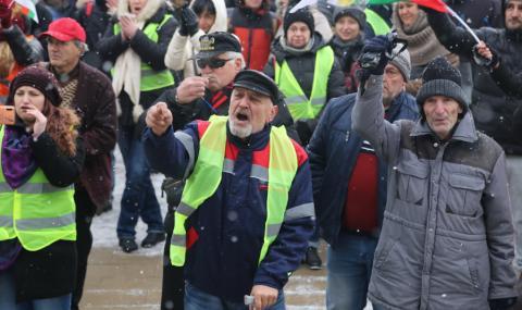 Перничани готвят протест и на жълтите павета
